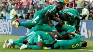 Para pemain Senegal merayakan gol