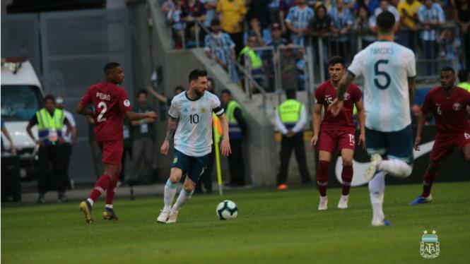 Aksi Lionel Messi di laga Qatar versus Argentina