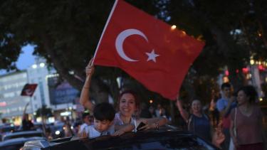 https://thumb.viva.co.id/media/frontend/thumbs3/2019/06/24/5d101f1633b73-pilkada-istanbul-partai-berkuasa-turki-pimpinan-erdogan-kalah-lagi-walau-pemungutan-suara-diulang_375_211.jpg