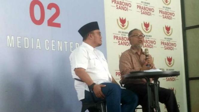 Bambang Widjojanto dan Dahnil Anzar dalam suatu diskusi di Jakarta.