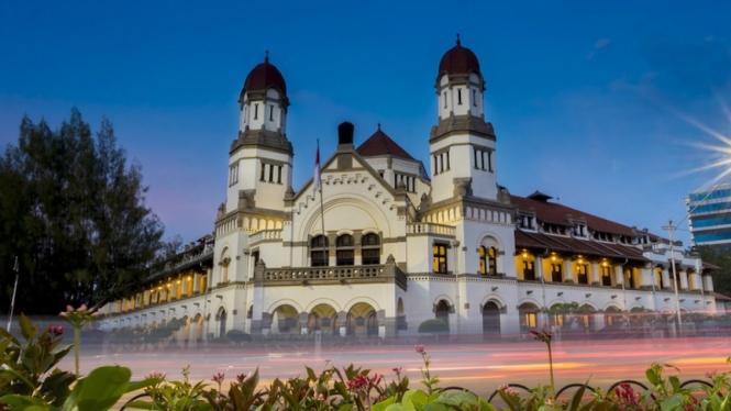 Ilustrasi wisata di Semarang.