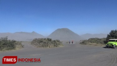 https://thumb.viva.co.id/media/frontend/thumbs3/2019/06/24/5d10b1e6d6795-ada-fenomena-frozen-bromo-pengunjung-naik-30-persen_375_211.jpg