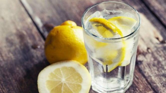 Ilustrasi air lemon.