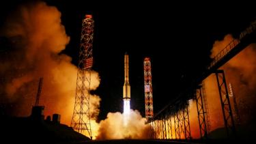 https://thumb.viva.co.id/media/frontend/thumbs3/2019/06/25/5d1198d2cb6f8-satelit-kubus-milik-startup-ini-bakal-gantikan-satelit-tradisional_375_211.jpg