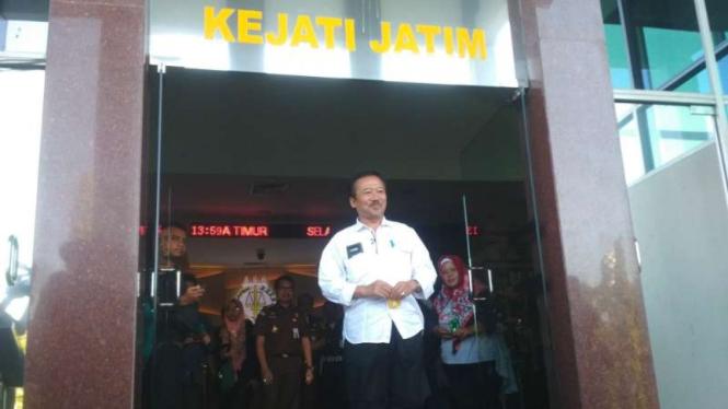 Bambang DH, mantan wali kota Surabaya yang juga politikus PDIP, usai diperiksa di kantor Kejaksaan Tinggi Jawa Timur di Surabaya pada Selasa, 25 Juni 2019.