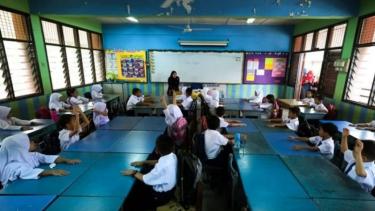 https://thumb.viva.co.id/media/frontend/thumbs3/2019/06/25/5d11fc539abd5-polusi-udara-malaysia-sekolah-ditutup-karena-anak-anak-sakit_375_211.jpg