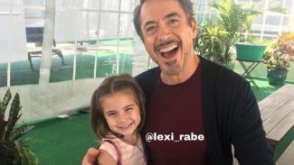 Lexi Rabe dan Robert Downey Jr.