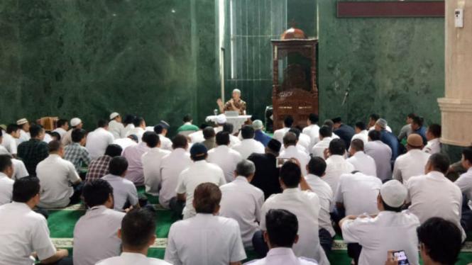 Ustaz Felix Siauw saat ceramah di masjid Balai Kota Jakarta, Rabu 26 Juni 2019.