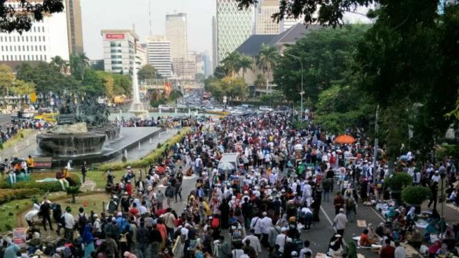Massa PA 212 unjuk rasa di dekat MK, Rabu, 26 Juni 2019.