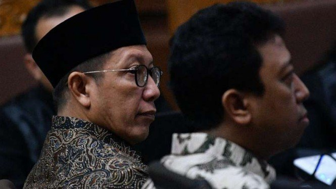 Menag Lukman Hakim Saifuddin (kiri) dan mantan Ketum PPP Romahurmuziy (kanan).
