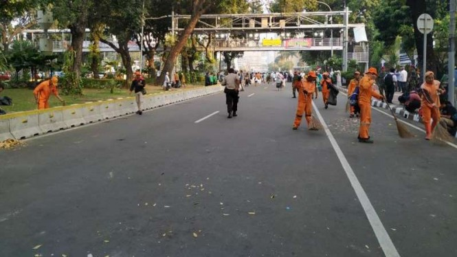 Pasukan oranye segera membersihkan jalan usai aksi PA 212.