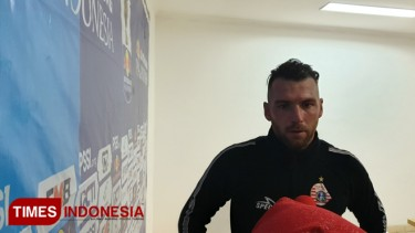 https://thumb.viva.co.id/media/frontend/thumbs3/2019/06/27/5d14846e1c951-marko-simic-ingin-koleksi-gelar-persija-lengkap_375_211.jpg
