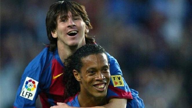 Messi dan Ronaldinho saat masih sama-sama di Barcelona