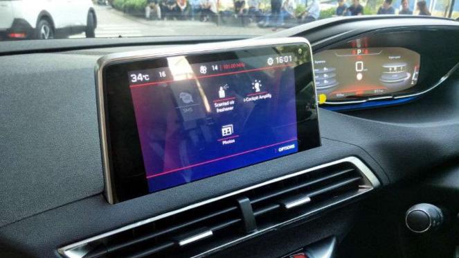 Fitur pewangi kabin mobil Peugeot 5008