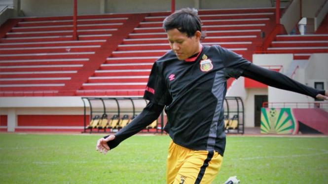 Gelandang Bhayangkara FC, Adam Alis