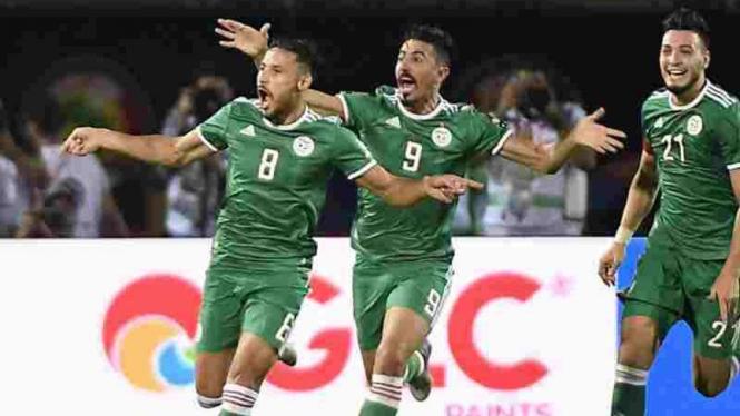 Timnas Aljazair rayakan gol.