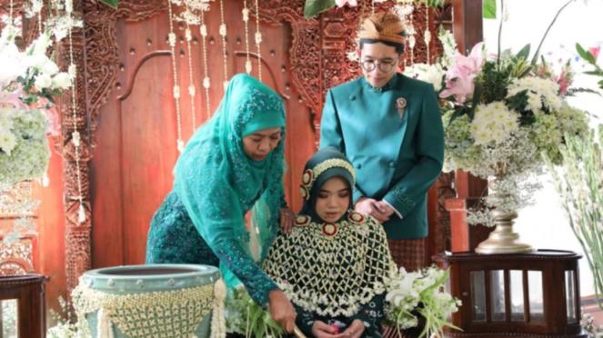 Acara siraman putri Khofifah, Patimasang di Surabaya, Jawa Timur