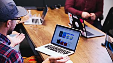 https://thumb.viva.co.id/media/frontend/thumbs3/2019/06/28/5d1585c615ab2-awas-tantangan-bisnis-online-ini-wajib-kamu-waspadai_375_211.jpg