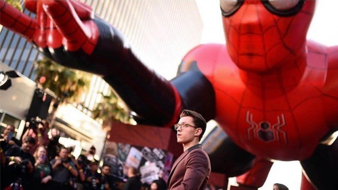 Tom Holland di Premiere Spider-Man: Far From Home.
