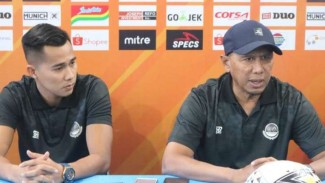 Pelatih Tira Persikabo, Rahmad Darmawan (kanan).