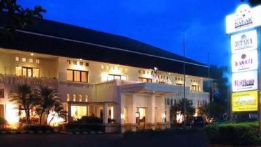 https://thumb.viva.co.id/media/frontend/thumbs3/2019/06/28/5d1633ab09be6-sketsa-iwan-simatupang-raib-dari-hotel-salak_375_211.jpg