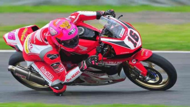 Pembalap AHRT Irfan Ardiansyah di kualifikasi AP250 ARRC 2019 di Sirkuit Suzuka.