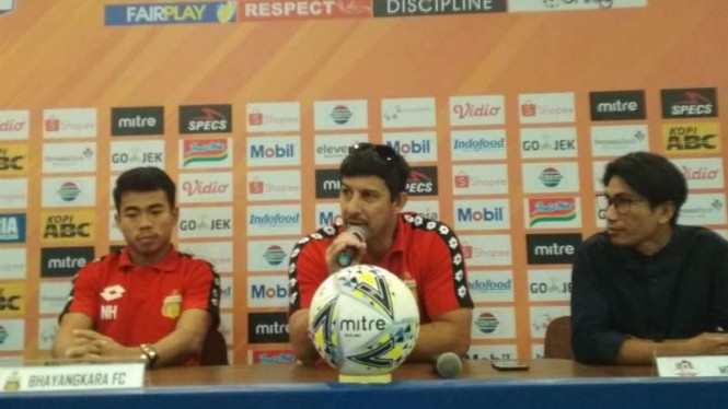 Pelatih Bhayangkara FC, Angel Alfredo Vera.