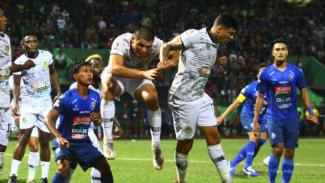 Tira Persikabo saat menghadapi Arema FC.