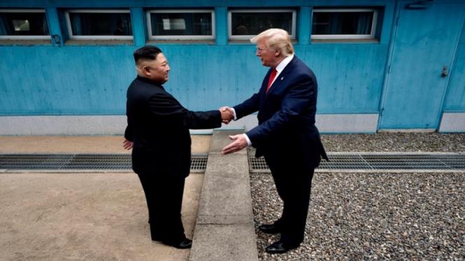 Kim Jong-un bertemu Presiden AS Donald Trump di Perbatasan Korea Selatan-Korea Utara.