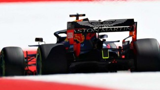 https://thumb.viva.co.id/media/frontend/thumbs3/2019/06/30/5d18d32330842-pembalap-red-bull-racing-max-verstappen_325_183.jpg