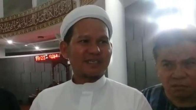 de Sefurohim, Dewan Kemakmuran Masjid Masjid Al Munawaroh, Sentul, Kecamatan Babakan Madang, Kabupaten Bogor.