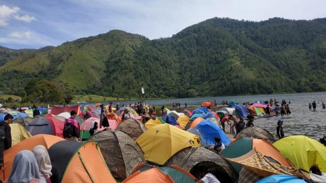 Berkemah (Camping) di Danau Toba