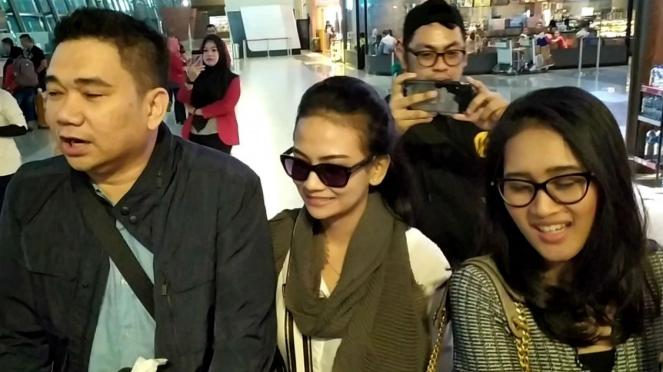 Vanessa Angel saat tiba di Bandara Soekarno Hatta