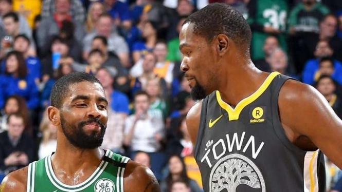 Bintang NBA, Kyrie Irving (kiri) dan Kevin Durant (kanan)