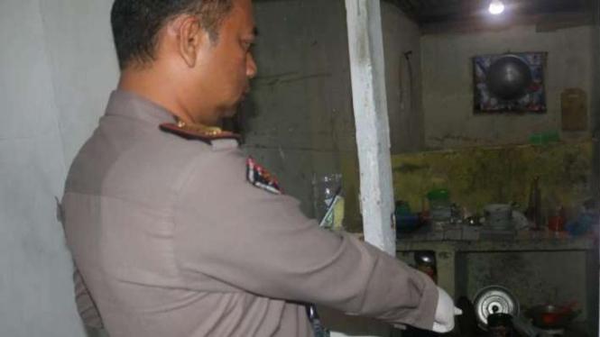Polisi menunjukkan lokasi penemuan jasad Fira Anggela Nuhidayat di Bogor.