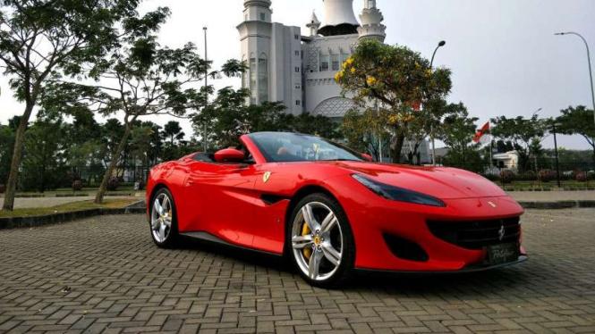 Kebiasaan Kaum Kaya Indonesia Beli Ferrari Dicicil