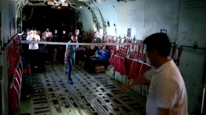 Susi Susanti dan Alan Budi Kusuma main bulutangkis di pesawat Hercules.