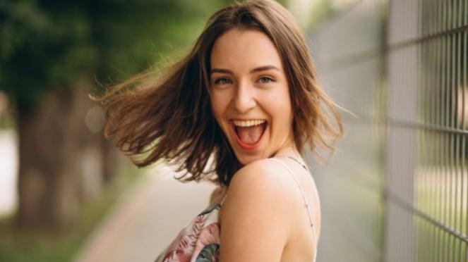 Ilustrasi wanita/bahagia.