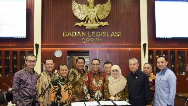 Rapat Pleno Badan Legislasi (Baleg) DPR RI yang dipimpin Ketua Baleg Supratman Andi Agtas secara aklamasi menyetujui RUU tentang Penanggulangan Bencana menjadi usul inisiatif DPR RI.