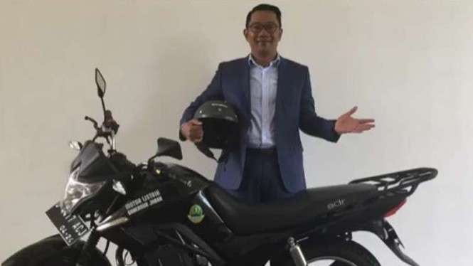 Ridwan Kamil dan motor dinas barunya.