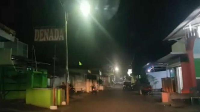 Suasana malam di kompleks Sunan Kuning Semarang.