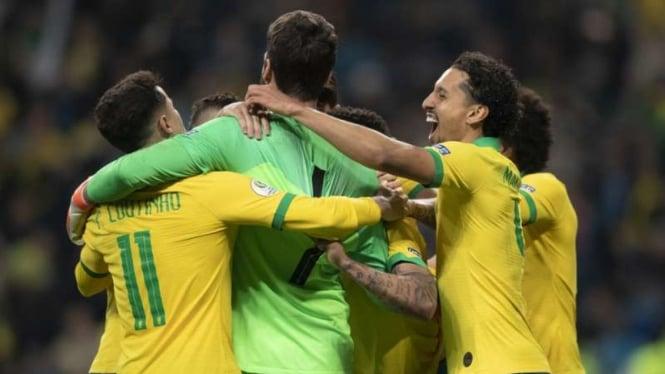 Para pemain Timnas Brasil merayakan kemenangan di Copa America 2019