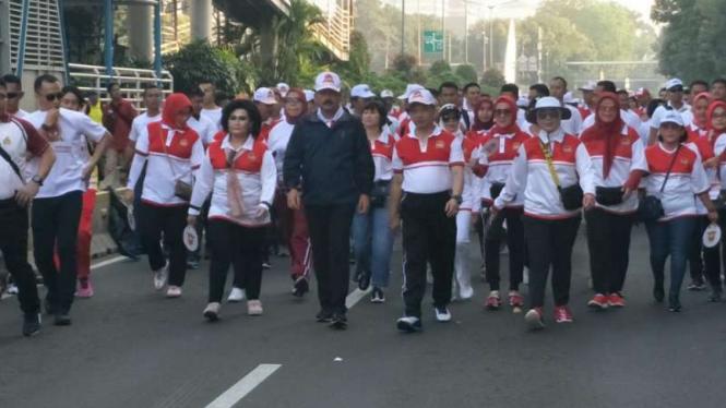 HUT Bhayangkara ke-73, Kapolri Polri Tito Karnavian dan Panglima TNI, Marsekal Hadi Tjahjanto gelar olahraga bersama di Monas.