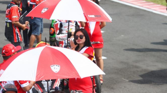 Oneprix, Umbrella Girl