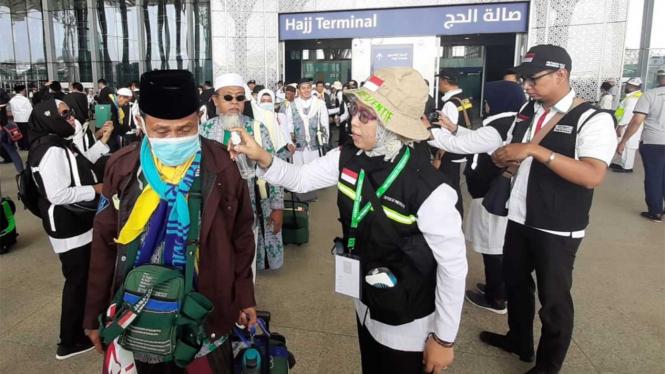 Kedatangan Jamaah Calon Haji Indonesia Kloter Pertama Surabaya 1