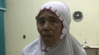 Sunak Mutiha Jumakah, nenek asal Kota Probolinggo, Jawa Timur, pergi beribadah haji dari hasil jualan kacang.