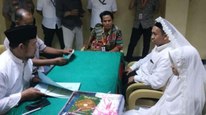 Tersangka makar, Hermawan Susanto, menikah di tahanan Polda Metro Jaya.