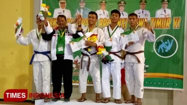 https://thumb.viva.co.id/media/frontend/thumbs3/2019/07/09/5d24b1d2a5cdd-atlet-judo-ponorogo-raih-tiga-medali_375_211.jpg