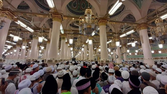 Suasana jemaah haji Indonesia saat menunaikan ibadah Arbain di Masjid Nabawi