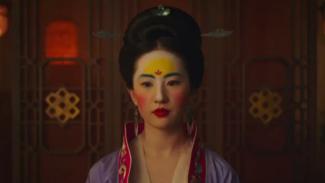 Liu YiFei sebagai Mulan.